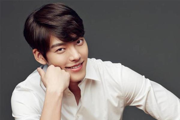 Kim Woo Bin quyên góp cho những trẻ em mắc bệnh bạch cầu