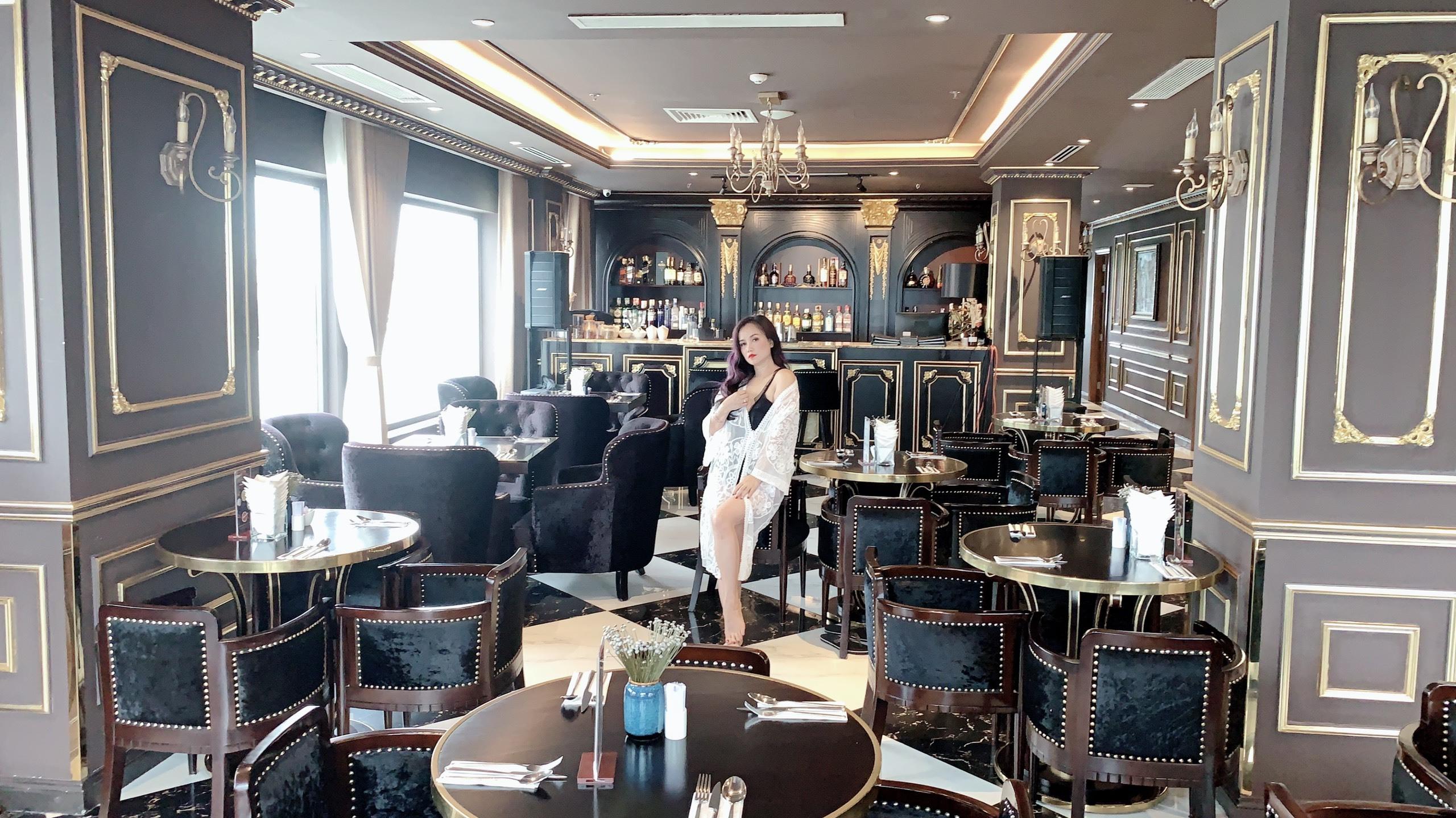 Sau vai cô Xuyến trong Về nhà đi con, Hoàng Yến càng được khán giả đón nhận cho tới tận bây giờ, nữ diễn viên chia sẻ, ra đường, người ta hâm mộ đã quên tên thật của chị.