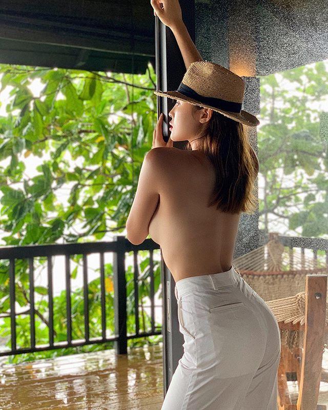 Có lẽ, Hoa hậu Kỳ Duyên là một trong những mỹ nhân Việt có vóc dáng hình chữ S thu hút người nhìn nhất nhì. Sau khi bị chê béo, Kỳ Duyên đã lấy lại được thân hình gần như hoàn hảo sau khoảng 20 ngày ăn uống và tập luyện theo chế độ nghiêm ngặt.