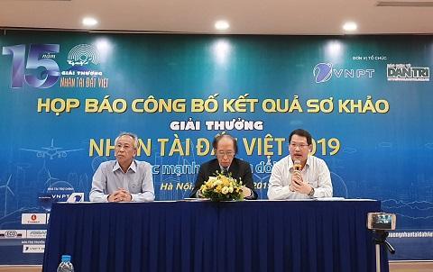 Ông Nguyễn Văn Tấn - Phó Tổng giám đốc VNPT-Media, Phó trưởng ban tổ chức Giải thưởng Nhân tài Đất Việt chia sẻ thông tin tại buổi họp báo.