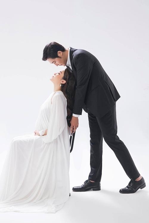 Pha Lê chụp ảnh cưới với chồng Mỹ gốc Hàn