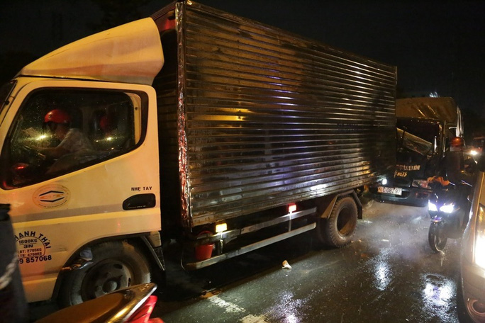 TP HCM: Ôtô 7 chỗ tông hàng loạt xe máy, nhiều người bị thương - Ảnh 4.