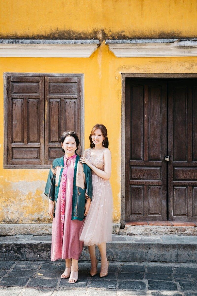 Ngoài 60, mẹ Hari Won vẫn xinh đẹp, trẻ trung