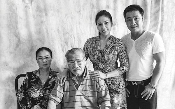 NSND Lý Huỳnh bên vợ và các con.