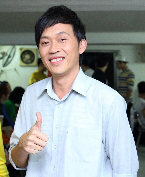 Tối 20/10, nghệ sĩ Hoài Linh đã trực tiếp kêu gọi người dân quyên góp ủng hộ miền Trung trên trang cá nhân. Hoài Linh cho biết,Hoài Linh cho biết sẽ sắp xếp công việc để sớm ra với bà con. Tính đến hiện tại, anh đã kêu gọi được hơn 1,5 tỷ đồng.