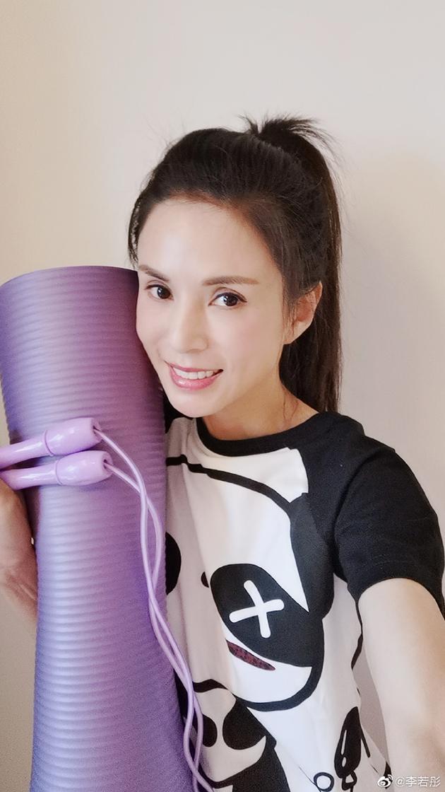 Xa Thi Mạn, Lý Nhược Đồng trẻ trung, xinh đẹp U50