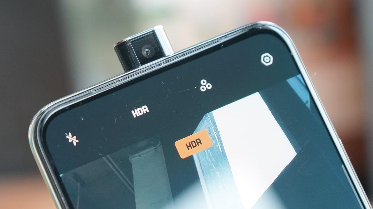 Redmi K20 Pro và Redmi K20: Bộ đôi smartphone này đến từ thương hiệu con Redmi của Xiaomi hiện đã có mặt trên thị trường Việt Nam theo con đường xách tay. Máy cũng sở hữu phần cứng cực mạnh, tương đương các đối thủ trong danh sách.