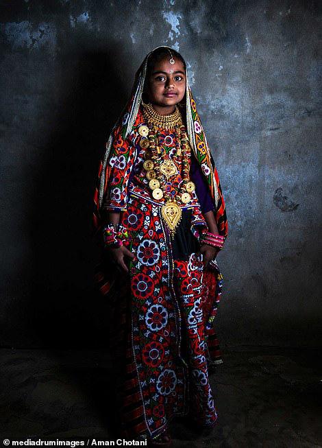 Thú vị loạt ảnh các bộ tộc độc đáo Ấn Độ - Ảnh 15.