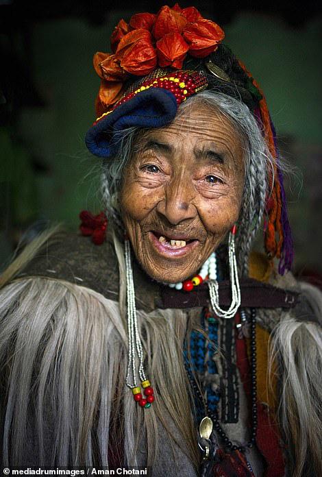 Thú vị loạt ảnh các bộ tộc độc đáo Ấn Độ - Ảnh 3.