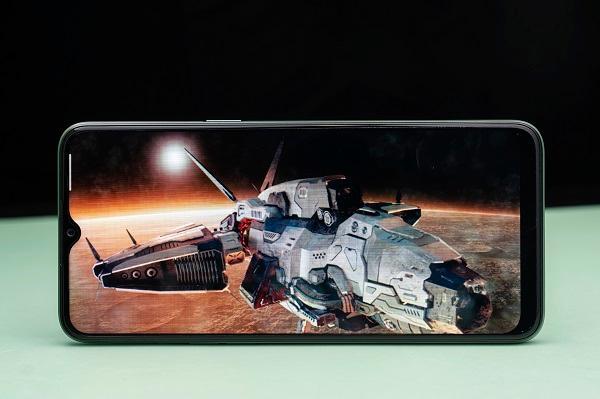 Realme 6i được bán ở Việt Nam với phiên bản 4GB RAM và 128GB ROM. Đặc biệt, công nghệ Hyper Boost độc quyền tăng 14% tốc độ cảm ứng và 18% tốc độ ổn định khung hình, Realme 6i thực sự giúp người dùng chơi mượt mà toàn bộ các tựa game đình đám nhất hiện nay.