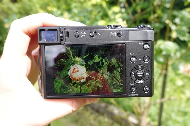 Máy ảnh  Panasonic Lumix TZ200
