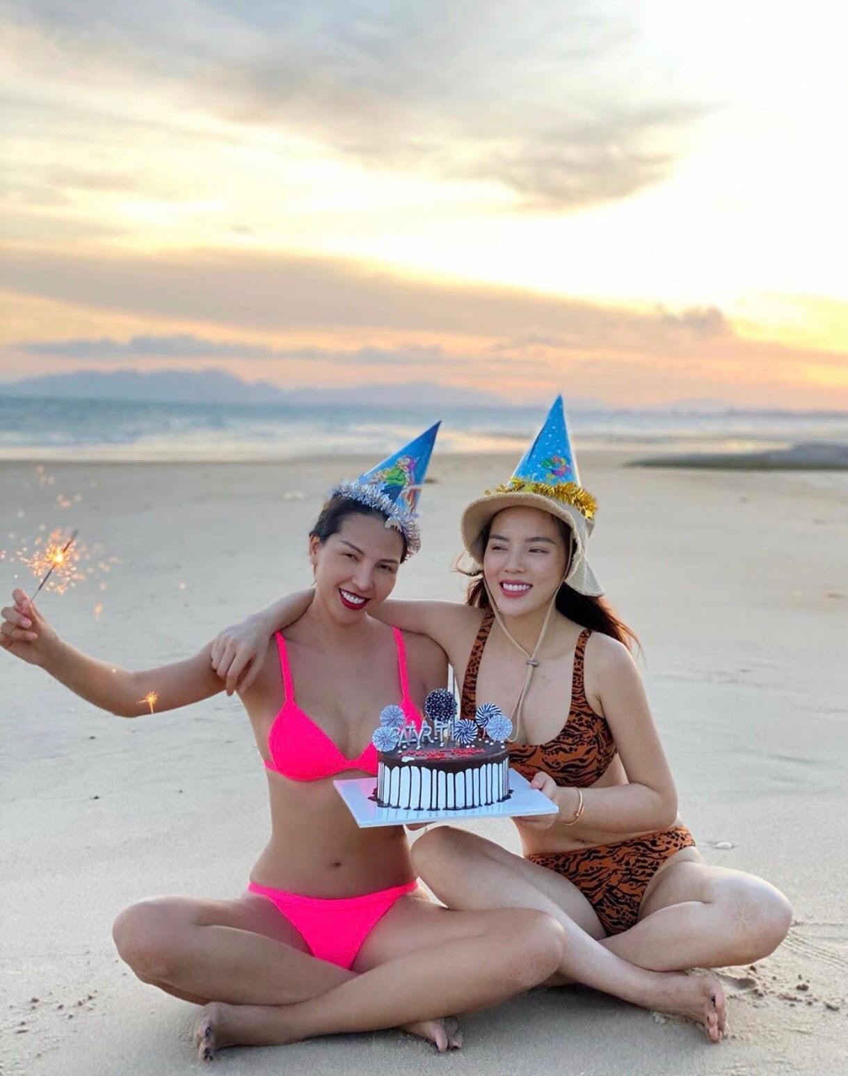 Kỳ Duyên cũng khoe hình ảnh tổ chức sinh nhật cho bạn thân - siêu mẫu Minh Triệu