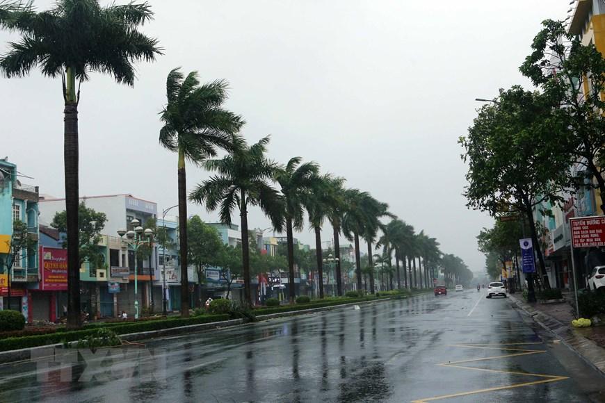 Nhiều con đường tại Đà Nẵng thưa thớt người qua lại