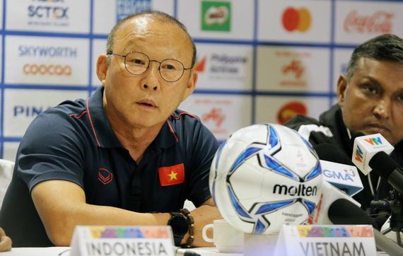 HLV Park Hang Seo trong cuộc họp báo trước trận đấu. Ảnh: VFF