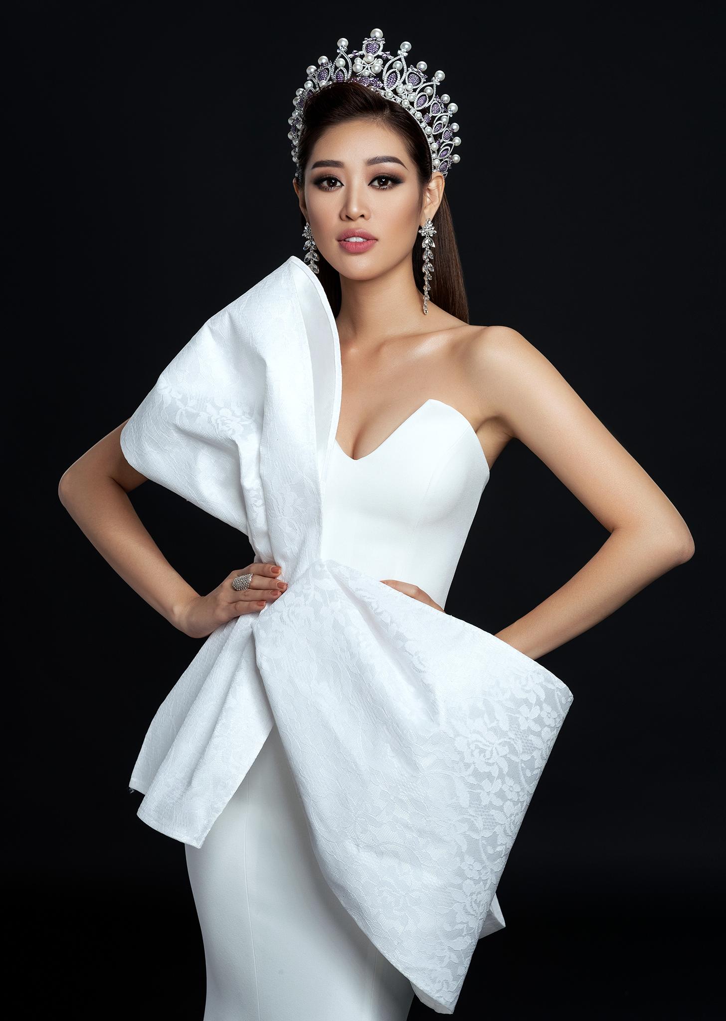 Với bộ ảnh này, Hoa hậu Khánh Vân muốn dành lời cảm ơn đến những anh chị đã yêu thương, giúp đỡ, hỗ trợ và luôn bên cạnh cô từ những ngày đầu bước chân vào nghệ thuật.