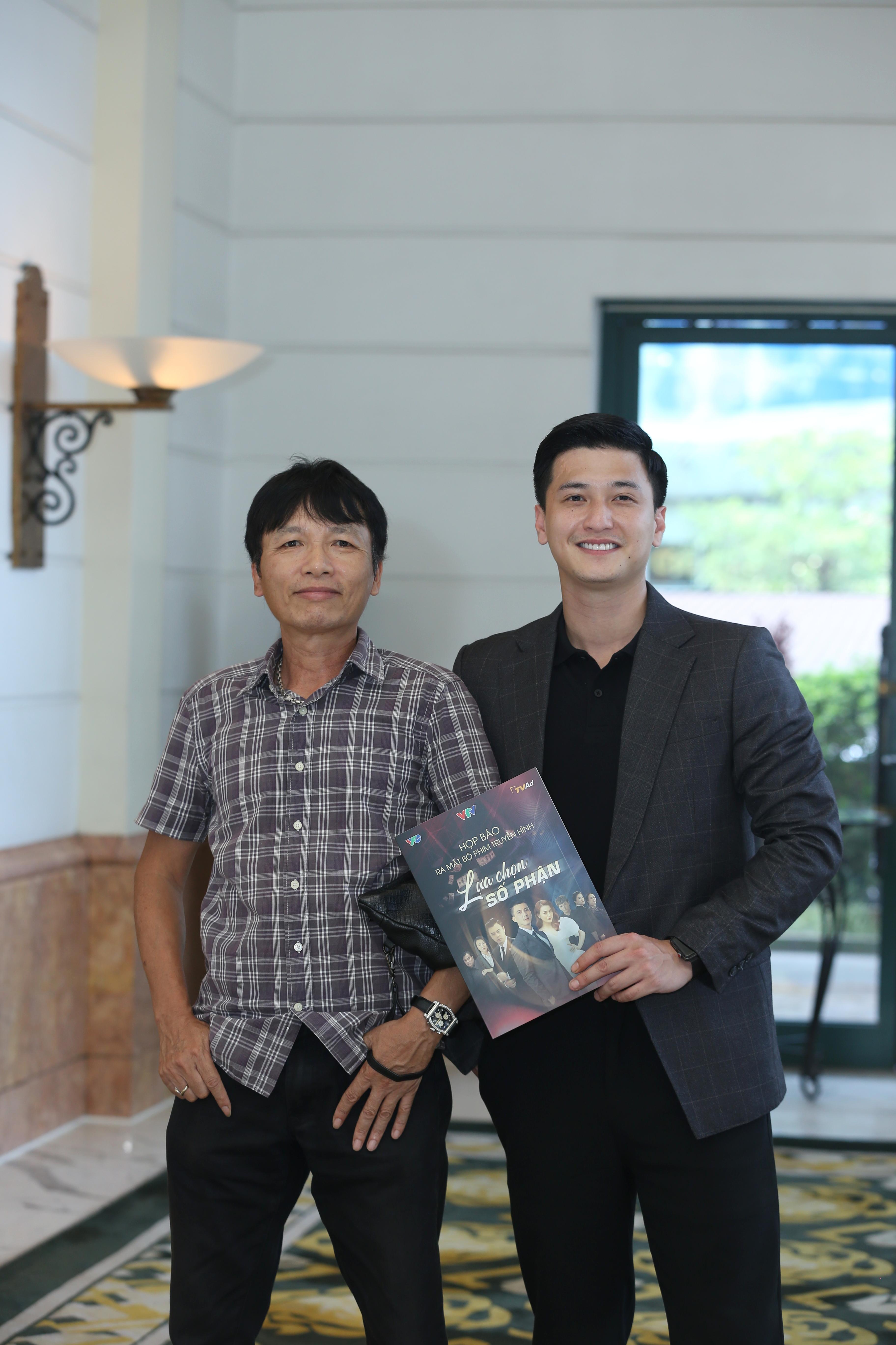 Đạo diễn Mai Hồng Phong và Huỳnh Anh