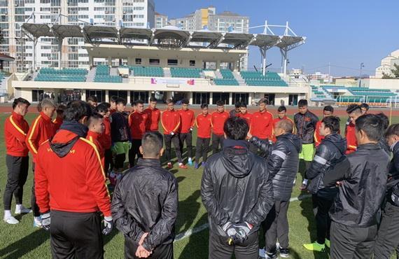 Toàn đội U23 làm quen với bài tập của thày Park...