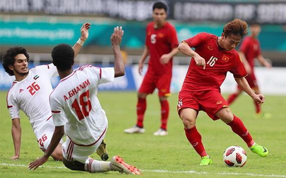 UAE (áo trắng) bất ngờ xếp dưới cả Việt Nam và Thái Lan