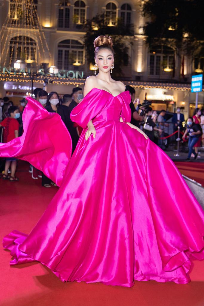 Cuộc chiến váy áo của sao Việt - Ảnh 8.