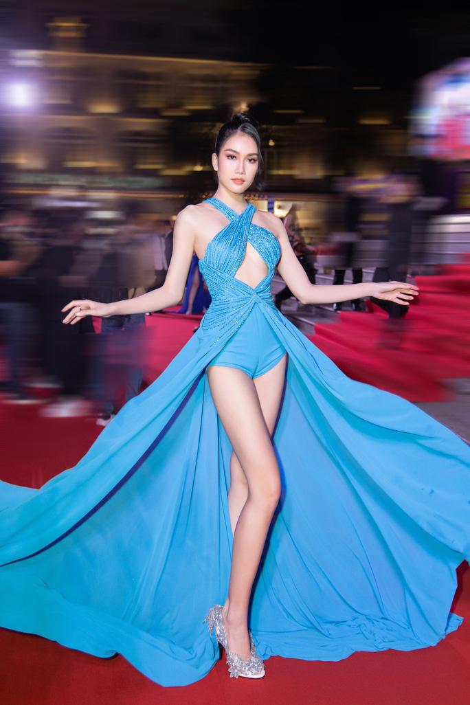Cuộc chiến váy áo của sao Việt - Ảnh 4.