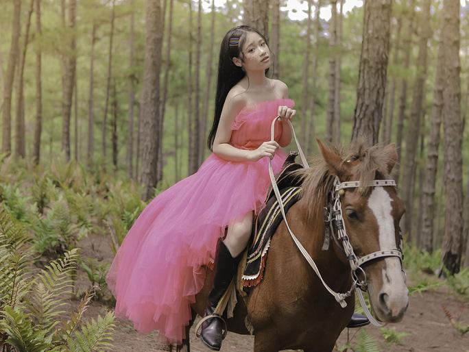 Mẫu nhí Bảo Hà hóa công chúa trong rừng - Ảnh 9.