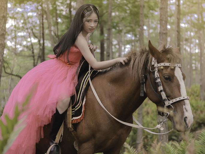 Mẫu nhí Bảo Hà hóa công chúa trong rừng - Ảnh 7.