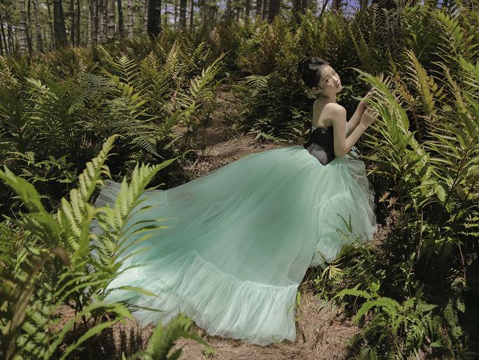 Mẫu nhí Bảo Hà hóa công chúa trong rừng - Ảnh 1.