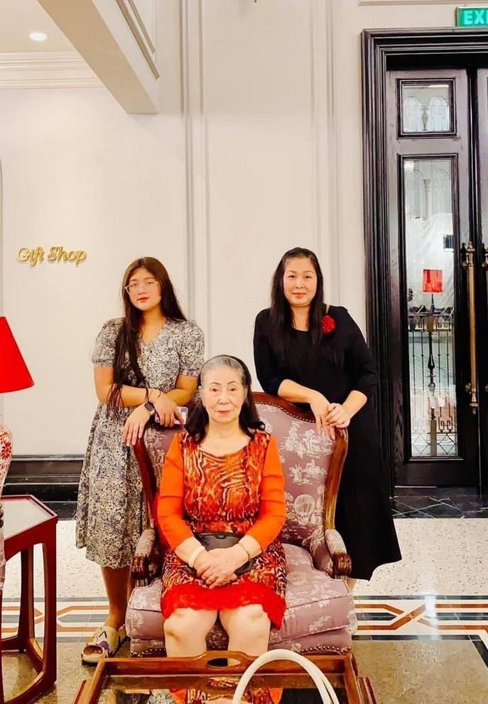 Phương Oanh đón tuổi 31 bên dàn diễn viên hot
