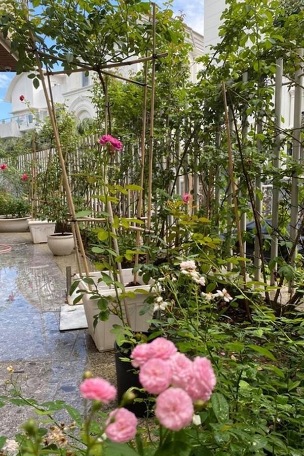 Biệt thự đầy hoa của diễn viên Quý Bình và bà xã doanh nhân