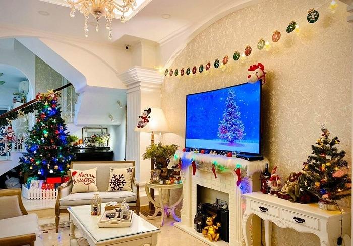 Biệt thự vợ chồng Thúy Hạnh trang hoàng lung linh đón Noel