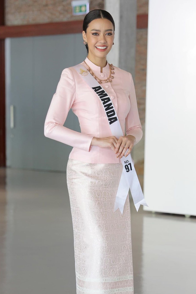 'Bông hồng lai' 27 tuổi đăng quang Hoa hậu Hoàn vũ Thái Lan 2020