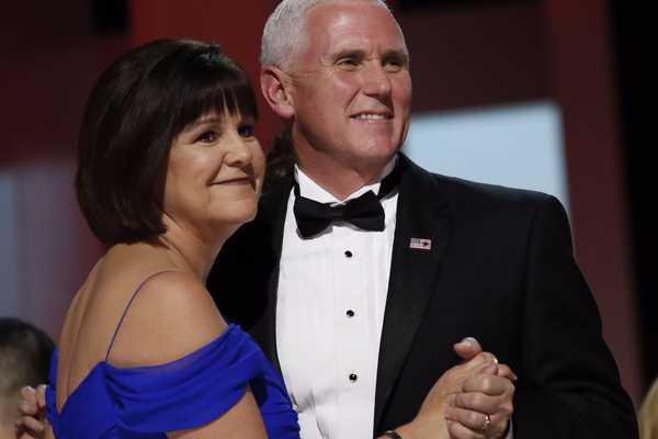 'Bóng hồng' phía sau Phó tổng thống Mỹ Mike Pence