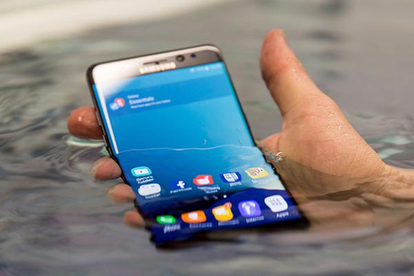 Bphone B86 gây tranh cãi về tính năng chụp ảnh dưới nước
