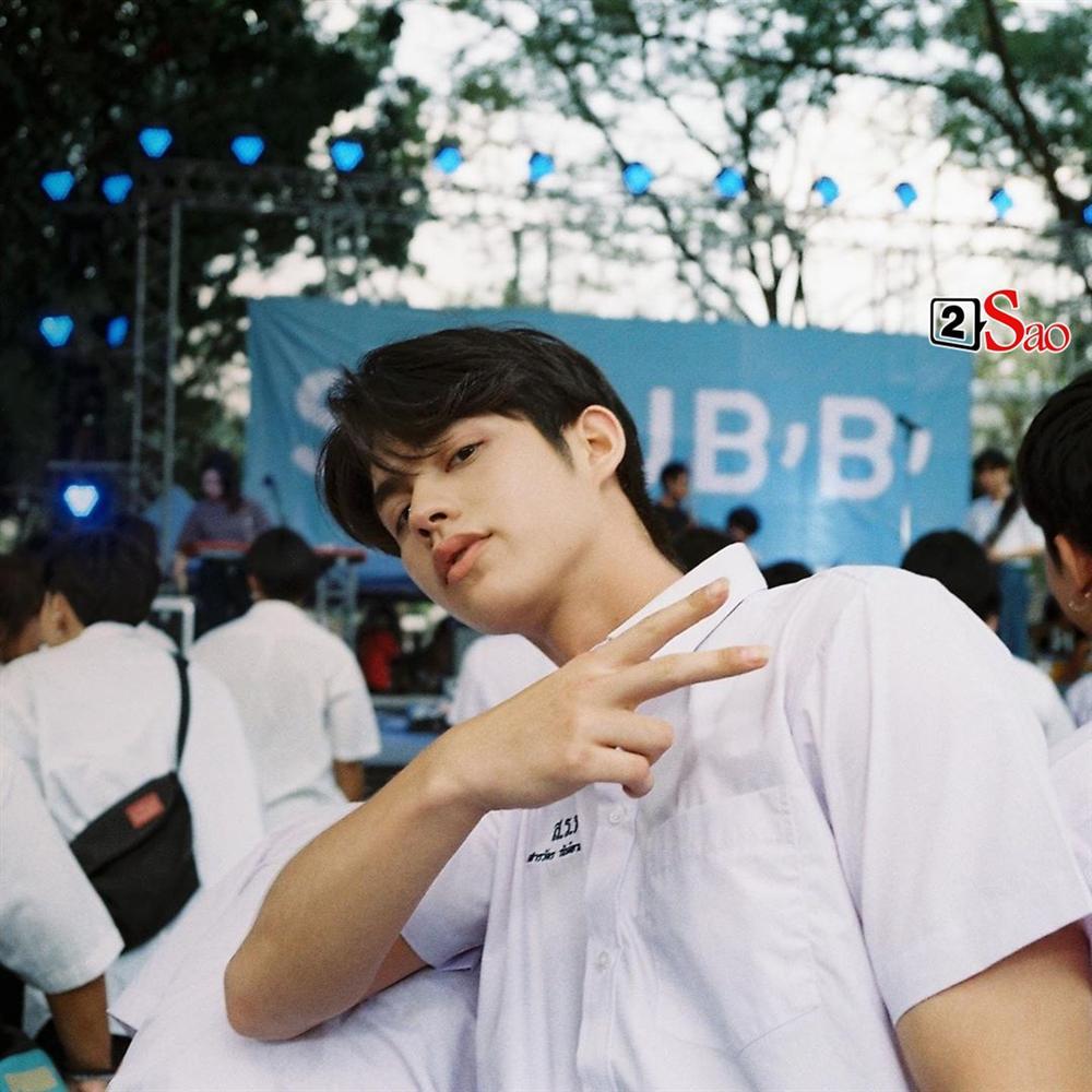 Bông hồng lai Việt gây sốt vì chụp hình cùng cặp hotboy đam mỹ Bright - Win-13