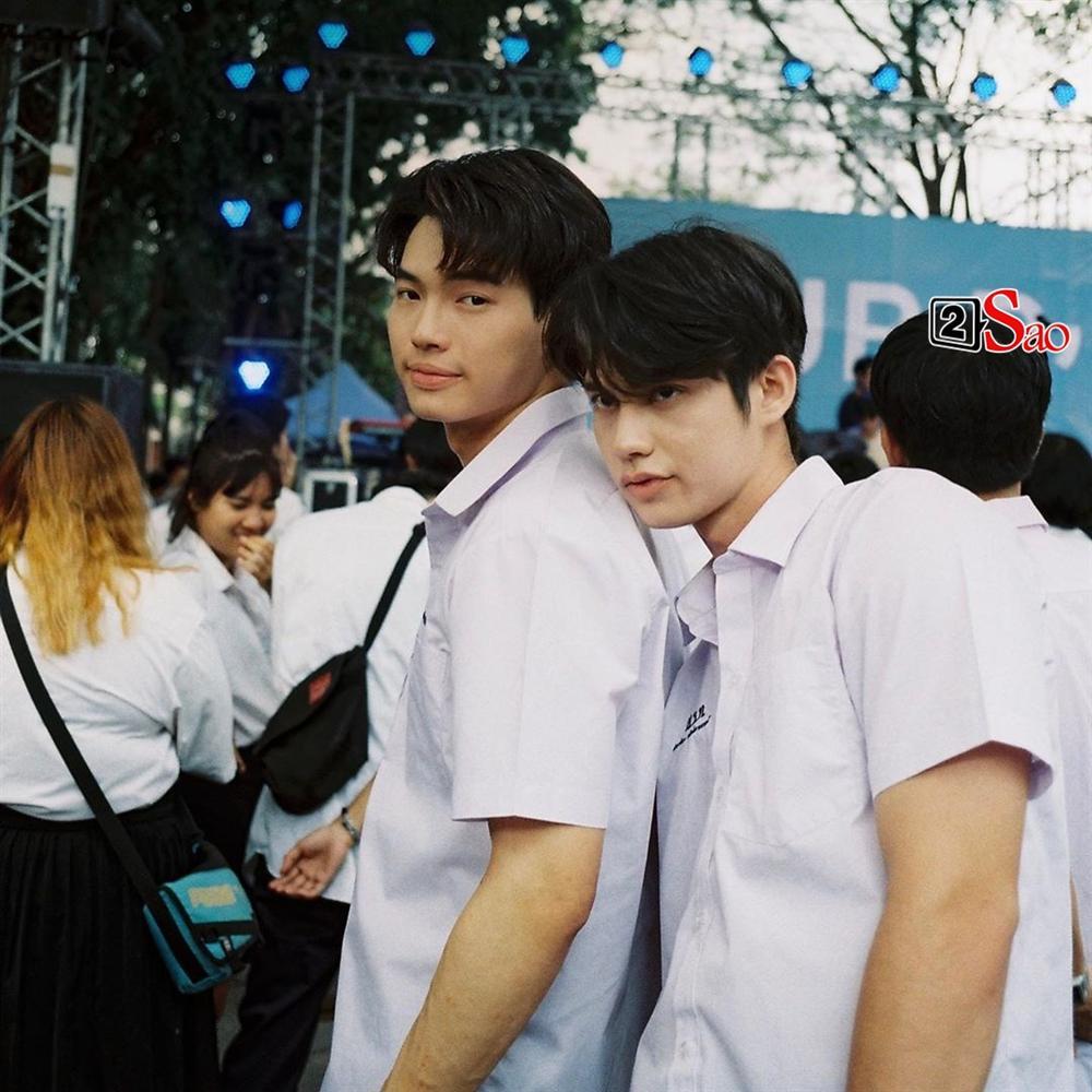 Bông hồng lai Việt gây sốt vì chụp hình cùng cặp hotboy đam mỹ Bright - Win-14
