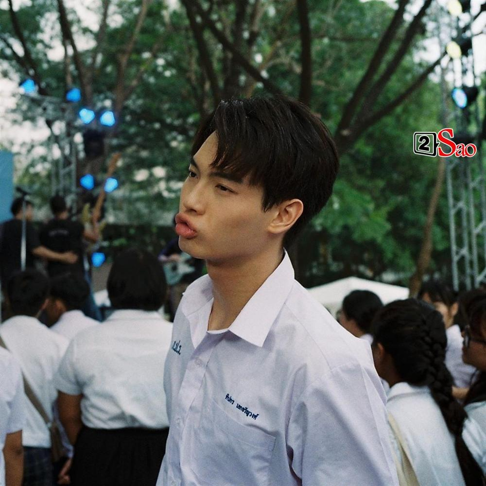 Bông hồng lai Việt gây sốt vì chụp hình cùng cặp hotboy đam mỹ Bright - Win-16