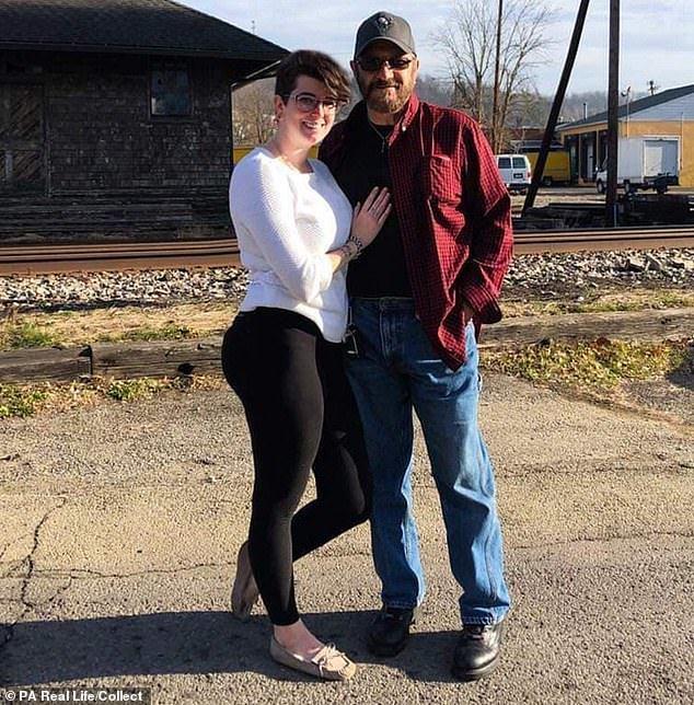 Nữ nhân viên 27 cầu hôn ông chủ 72 tuổi