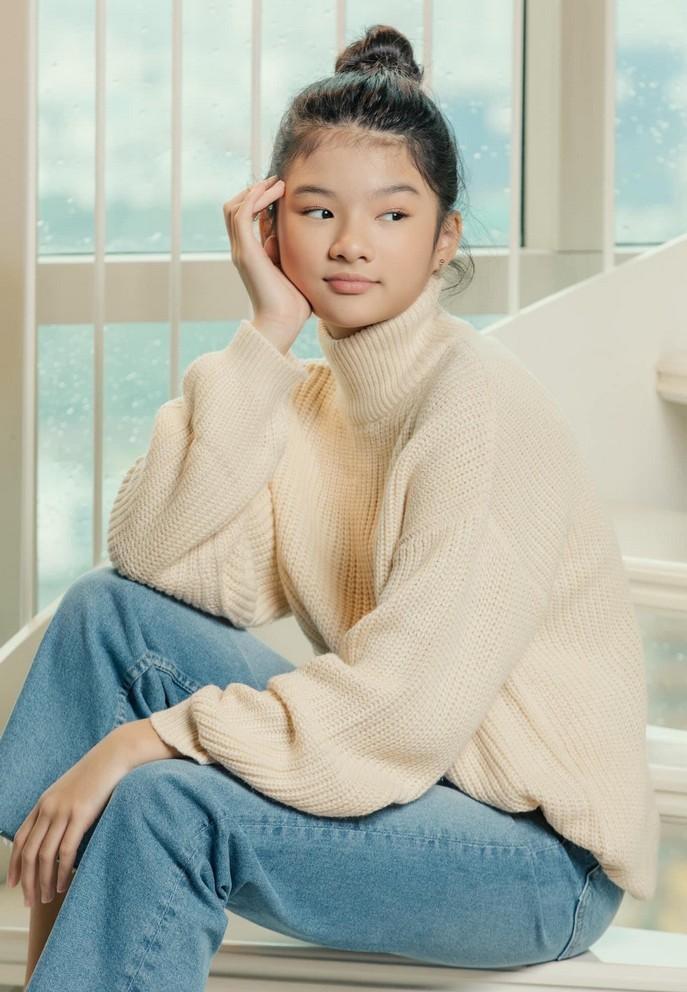 Tuổi 12, cao 1m59, con gái Trương Ngọc Ánh ra dáng thiếu nữ