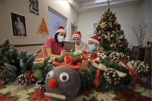 Chùm ảnh thế giới đón Giáng sinh trong lo sợ Covid-19