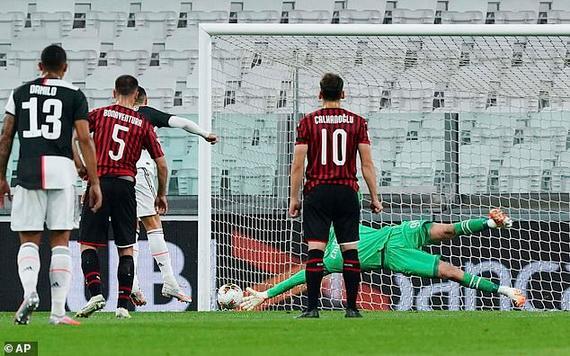 CR7 phung phí cơ hội mở tỉ số cho Juventus