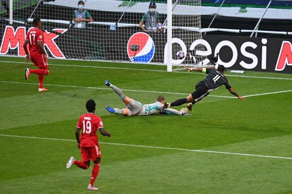 De Pay bỏ lỡ cơ hội mở ti số cho Lyon