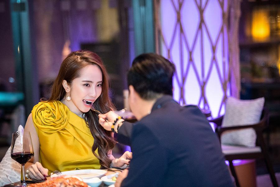 Việt Anh, Quỳnh Nga ngọt ngào tình tứ bên nhau