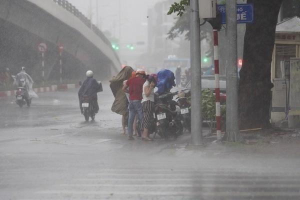 Dự báo thời tiết 1/10, Hà Nội có lúc trở mưa giông