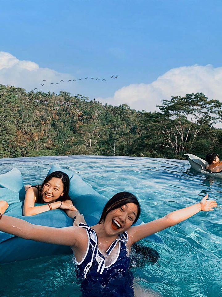 Em gái út MC Trấn Thành khoe dáng đầy đặn tuổi 20 với bikini