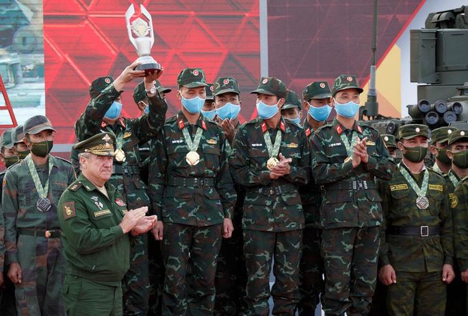 Tuyển xe tăng Việt Nam nhận cúp vô địch Army Games 2020 - Ảnh 4.