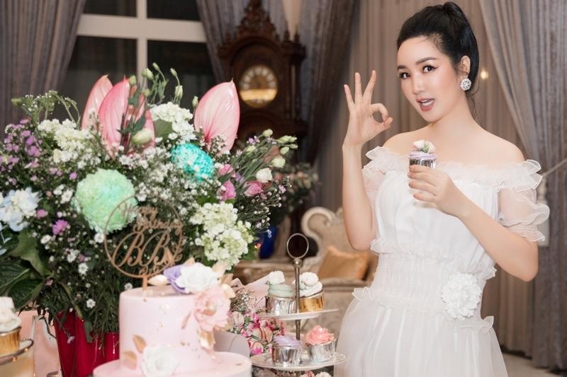 U50, hoa hậu Giáng My ấn tượng với loạt ảnh đen trắng
