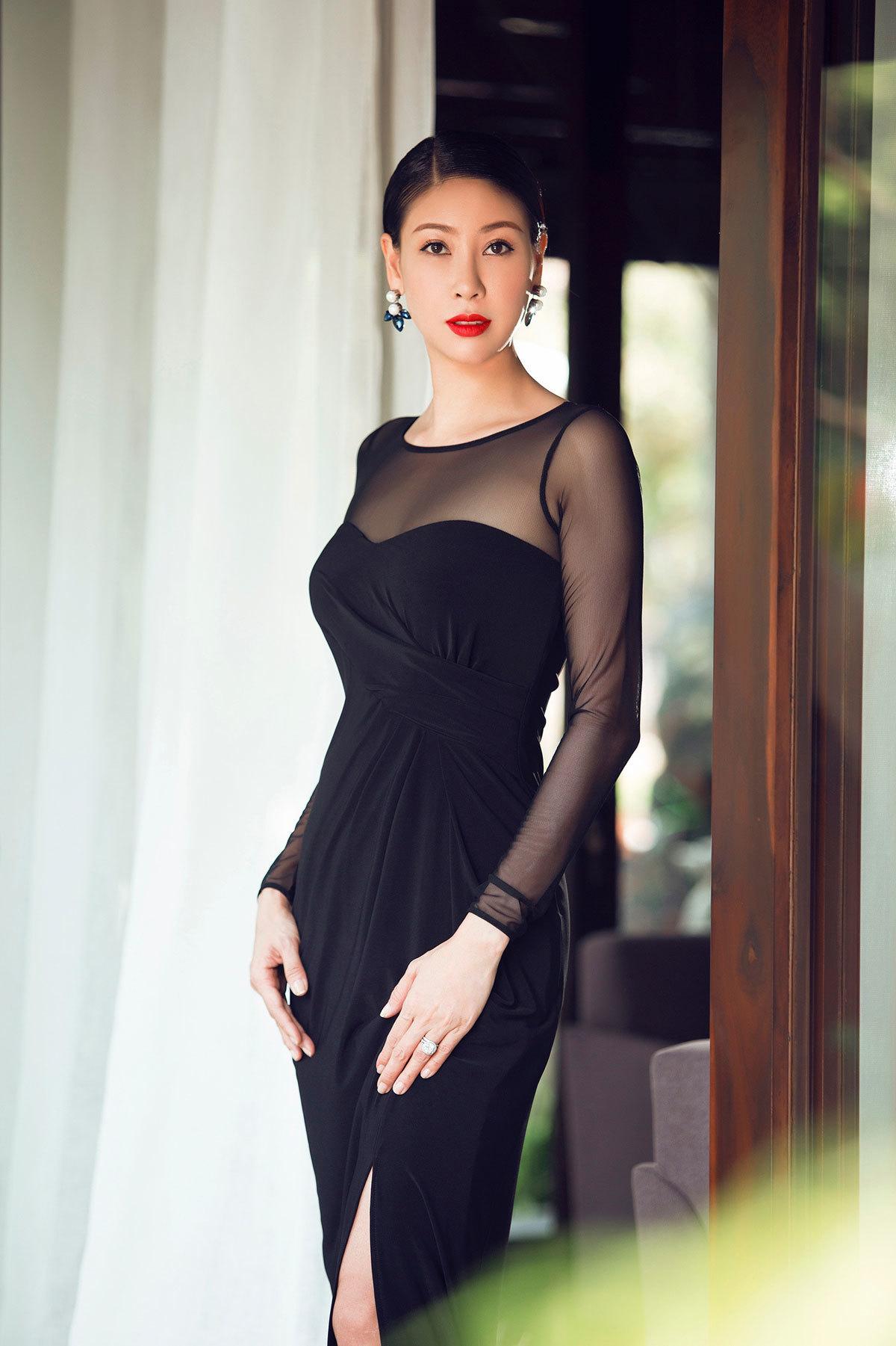 Hà Kiều Anh, hoa hậu 3 con nóng bỏng khó tin ở tuổi 44