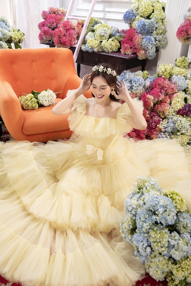 Hari Won, Lệ Quyên, Thuỷ Tiên khác lạ khi diện đồ của 'NTK công chúa'