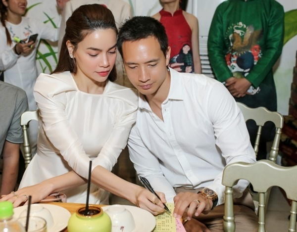 Hồ Ngọc Hà, Kim Lý mặc đồ đôi đi chơi lô tô