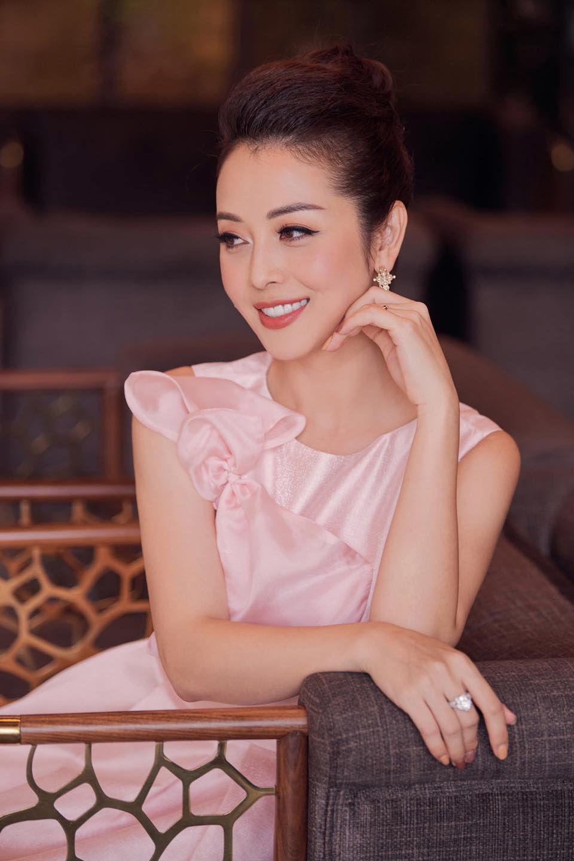 Cuộc sống viên mãn của 'Hoa hậu 4 con' Jennifer Phạm